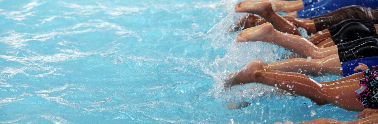 Zwembad gesloten, zwemlessen tot en met 12 jaar gaan door!